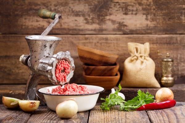 Tips Menggiling Daging Segar Dengan Benar